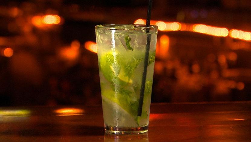 Receita de Mojito não leva sprite nem vodka.