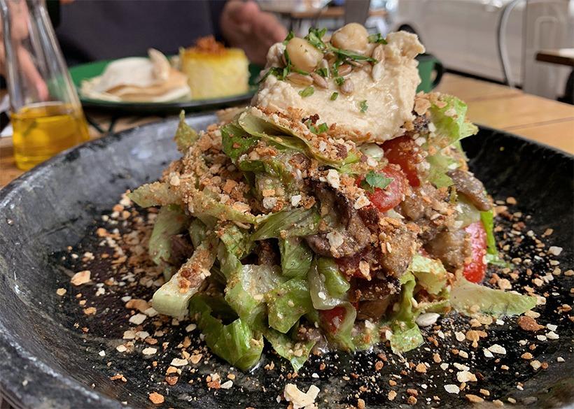 salada maiorca do restaurante falafada