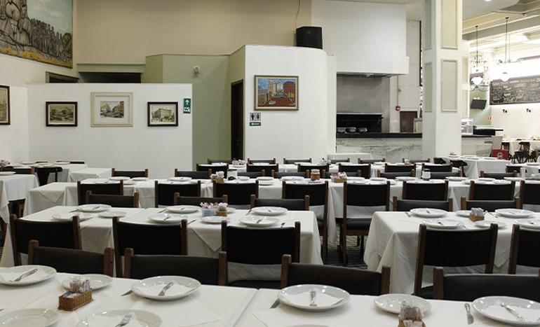 Interior do Bar Guanabara, um dos restaurantes no centro de sp que adoramos.