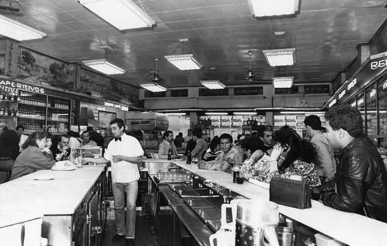 interior da padaria Santa Tereza nos anos 80.