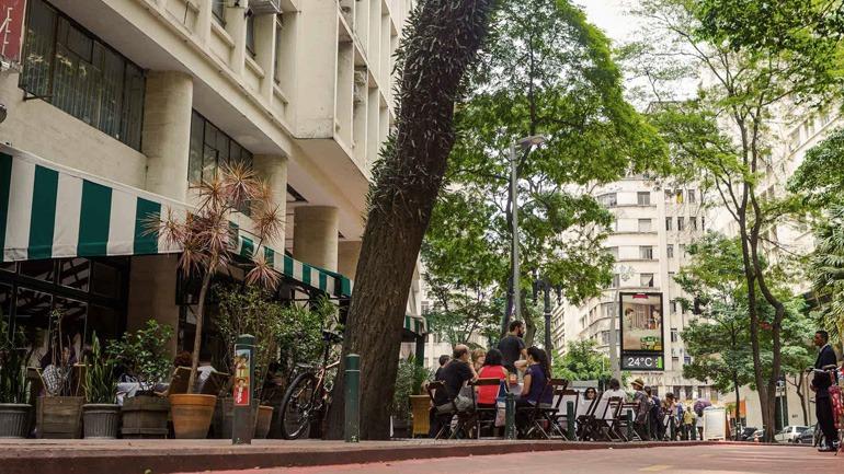 Faixada no Paribar na Praça Dom José Gaspar.