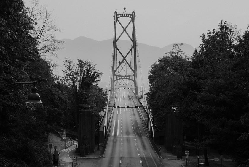 Lions Gate Bridge, tradicional ponte de Vancouver, no Canadá.