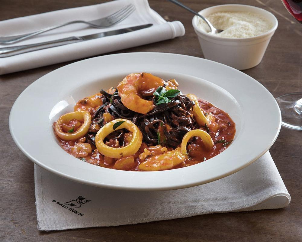 Restaurante O Gato Que Ri Talharim Negro com Frutos do Mar